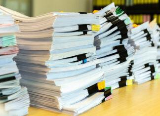 dokumenty biurko